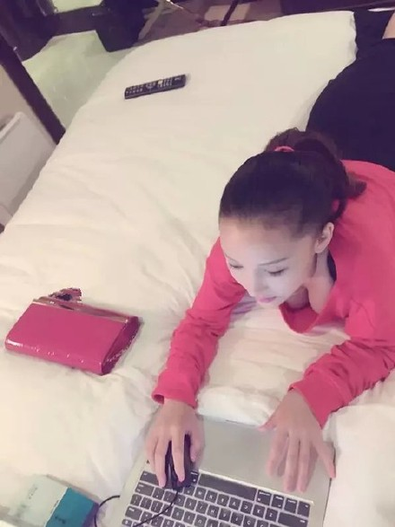 nana红唇的自拍视频
