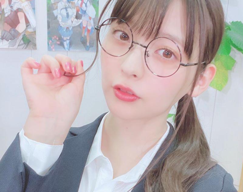 上坂堇 眼镜
