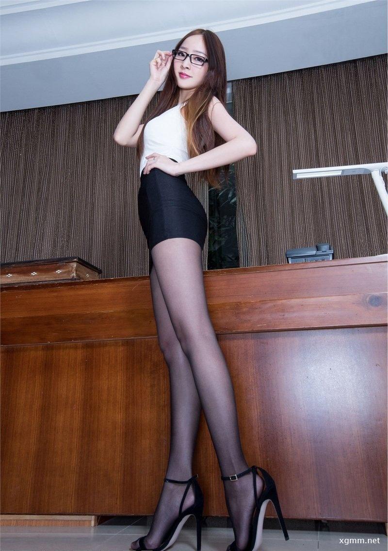 性感女秘书Hannah黑丝诱惑写真