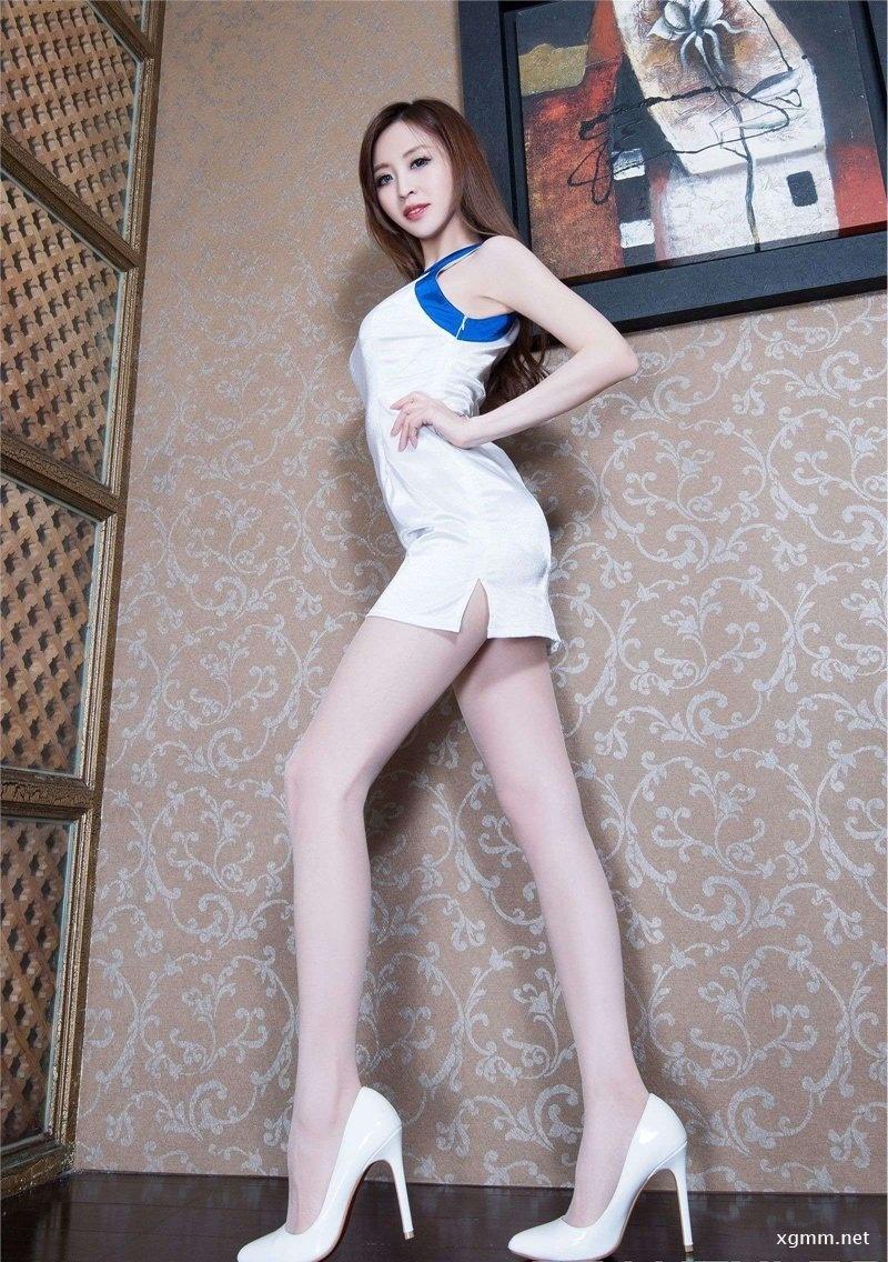 纤细美腿美女Lucy丝袜高跟写真