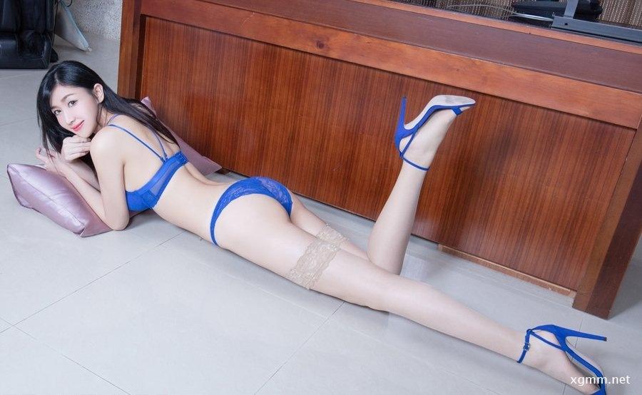 高挑比基尼美女Vanessa中筒蕾丝诱人美腿套图