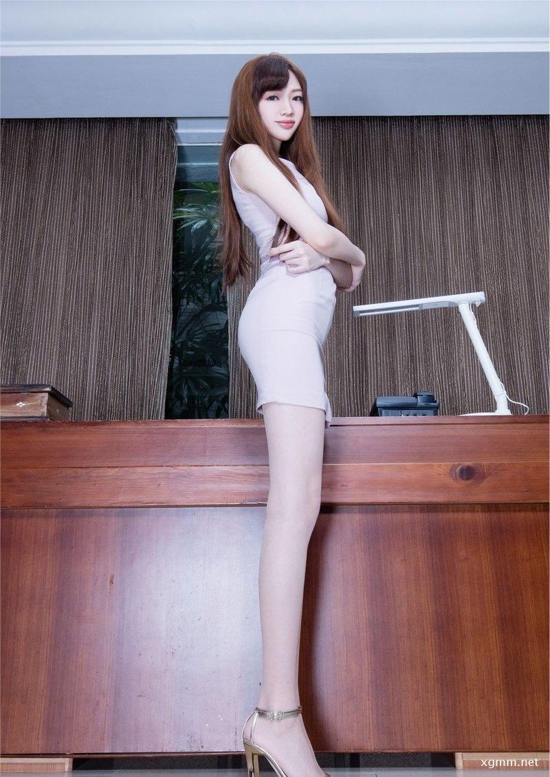 漂亮长腿美女Joanna迷人肉丝短裙写真