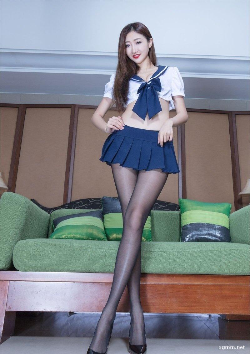 纤细黑丝美腿少女Minnie姿势妩媚动人照