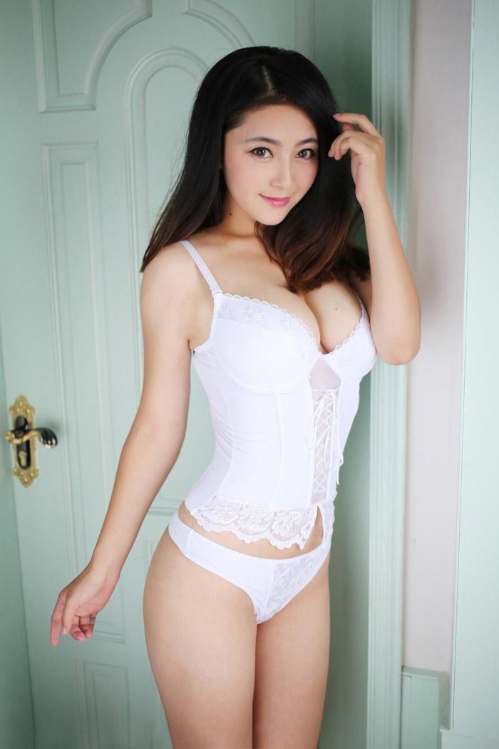 秀人新晋妹子夏茉GIGI白色内衣写真