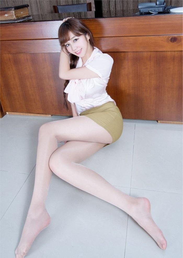 高挑美女Tammy短裙丝袜美腿艺术照