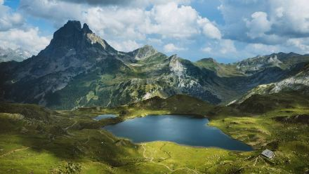 南奥索峰的Lac d'Ayous小屋