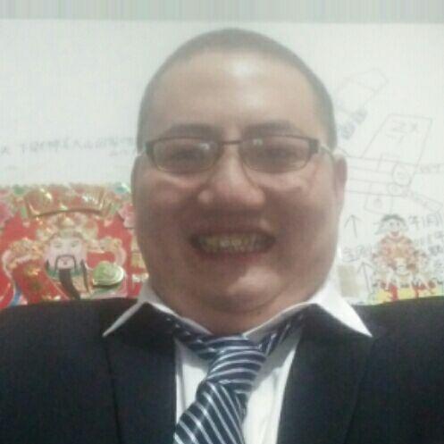 我是中船公司总裁,我叫吴大山,南京人,还是世界太阳石油工业总公司的老板。