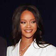 Rihanna_official 的微博