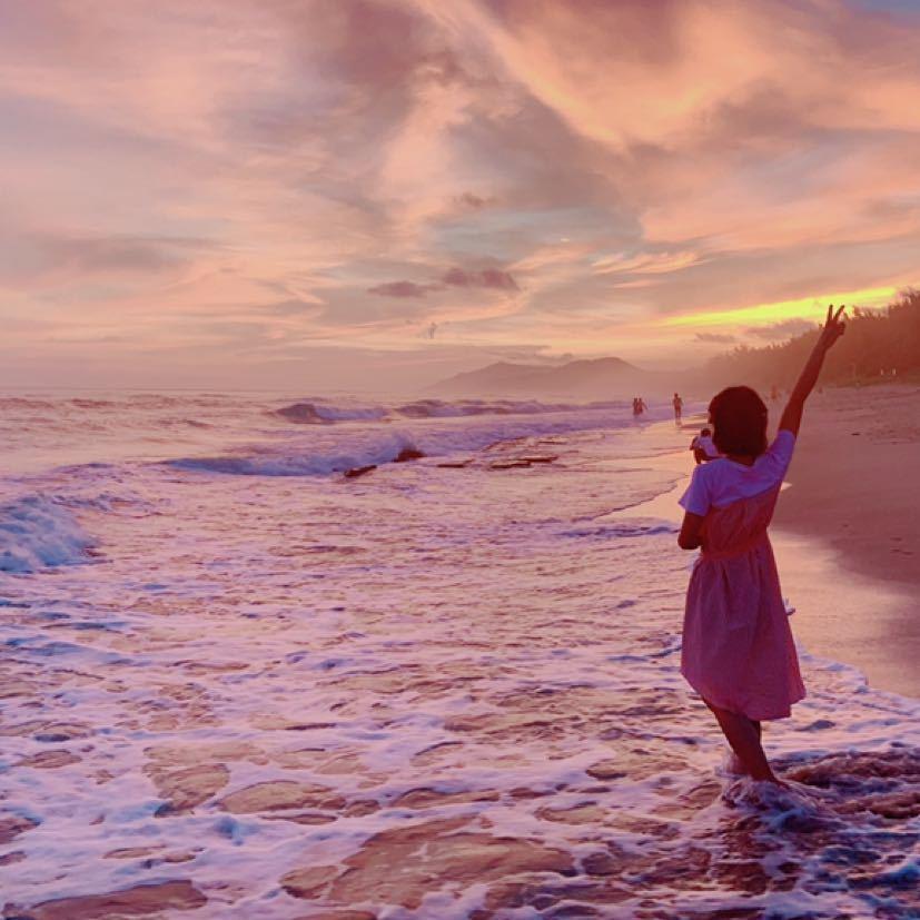 你的气质里藏着你走过的路,看过的书,希望历经沧桑,你依然积极乐观,真诚待人!