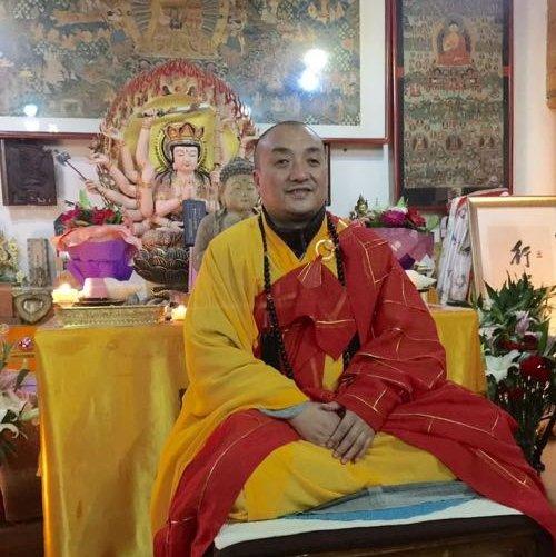 """西安白马寺、扶风大明寺及孔雀寺住持,星云大师法子。""""华严行者"""",愿与您分享正信佛教的精神生命及人文生活。祝您六时恒吉祥!"""