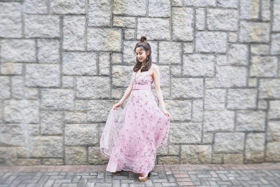 怀孕6个月TVB前花旦岑丽香晒照被网友大赞性感,还与迪丽热巴撞衫插图4