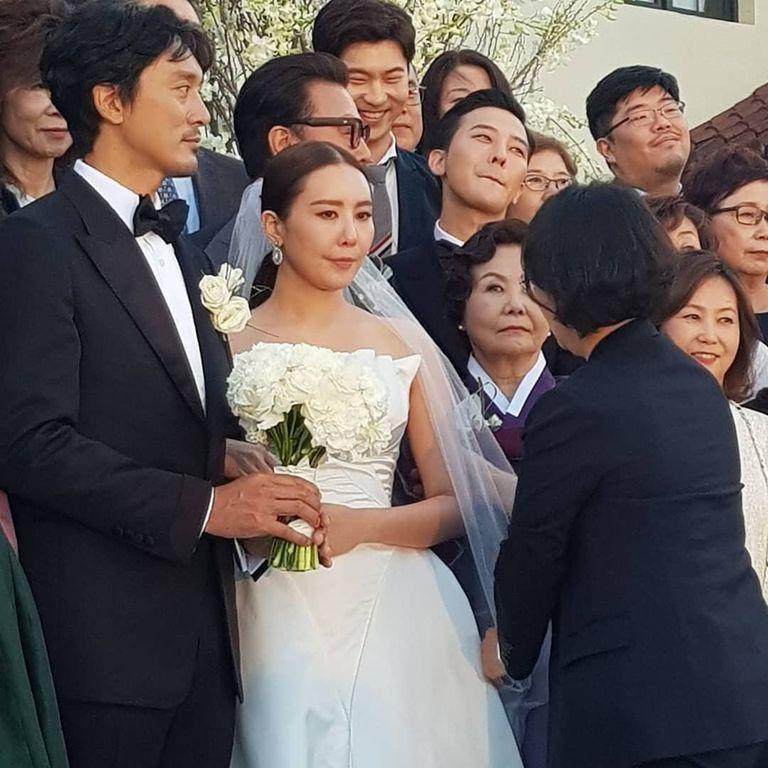 有点惨啊! YG前社长参加GD姐姐婚礼发文祝贺,却被网友骂翻了!插图2