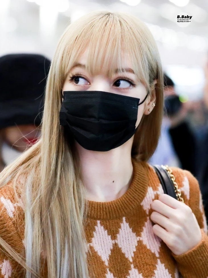 魅力无法挡!BLACKPINK成员Lisa戴上口罩依旧美丽!插图(6)