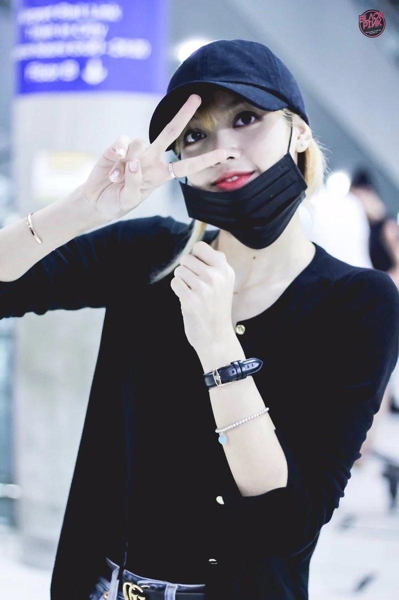 魅力无法挡!BLACKPINK成员Lisa戴上口罩依旧美丽!插图(7)
