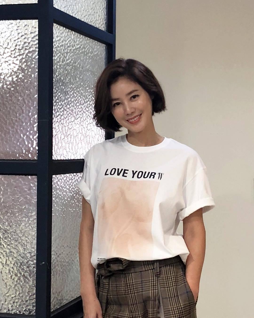 韩国冻龄美女演员当道!除了《夫妻的世界》金喜爱外还有她们!插图(12)