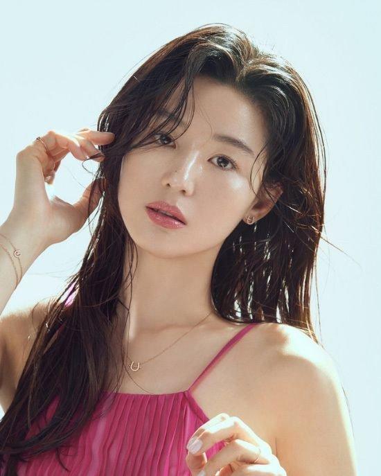 2020韩国人最喜欢明星调查,这位主持人再次力压防弹少年团、IU拿下冠军!插图5