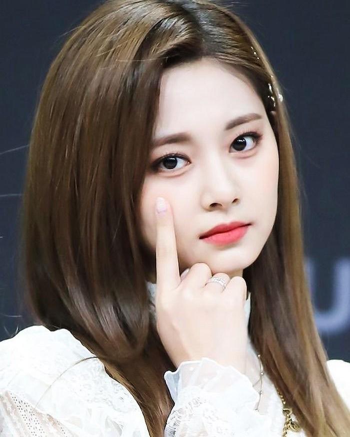 韩国记者评选最美女星,这3位偶像入选,她们真人比照片更美!插图6