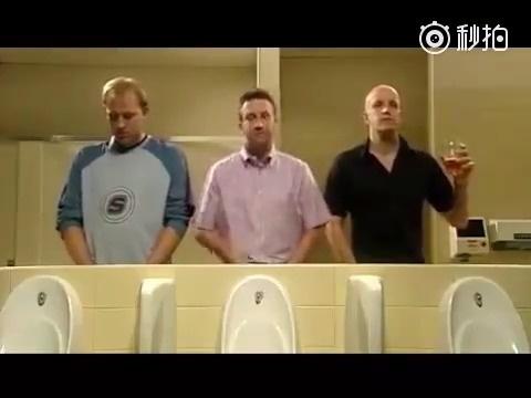 每次看到这个视频都会笑的不行,哥们真义气 