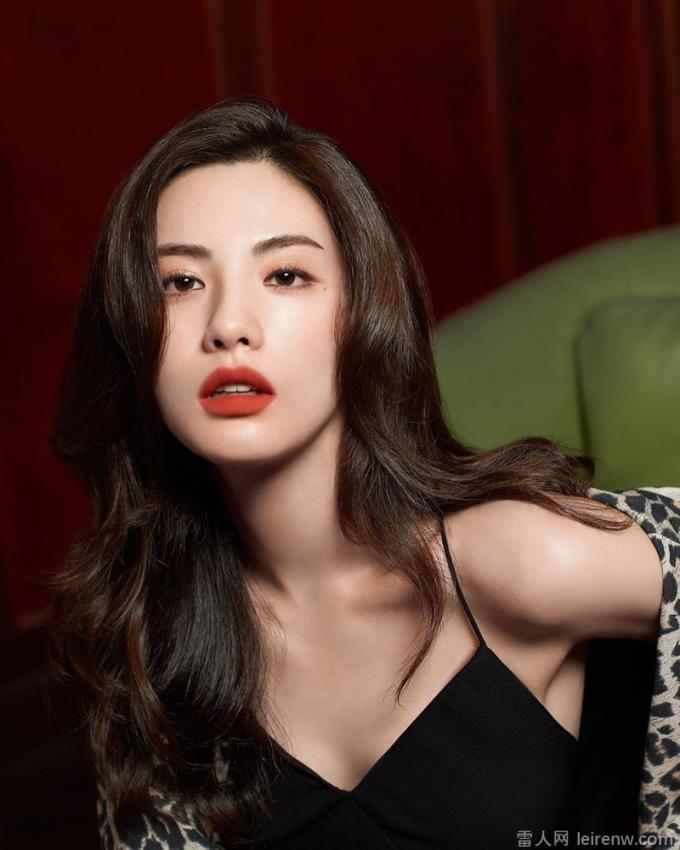 韓國辣妹!韓國女星 NaNa「辣露美背」登熱搜!