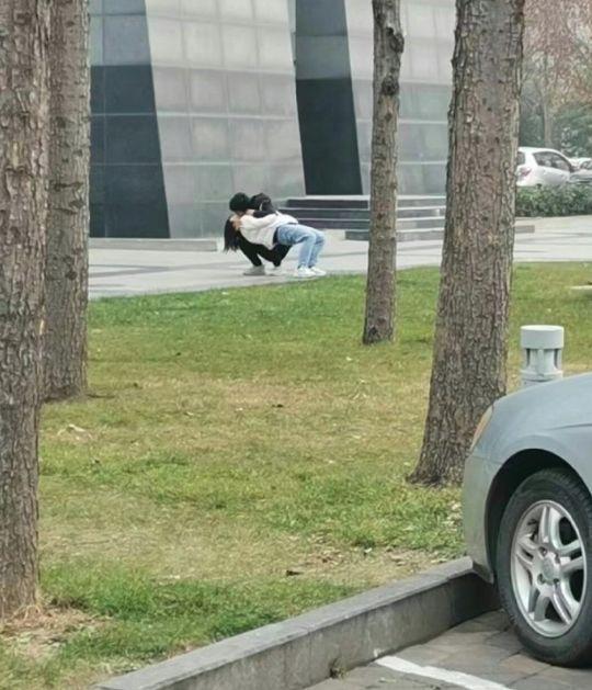 本來到停車場取車來著,看到這一幕汪得一聲哭了出來