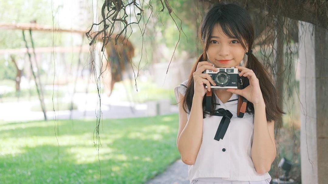 清新正妹「刘玮晞Tiffany」穿史库水后挺「白皙蜜桃臀」,大眼回眸让男人一秒沦陷!-新图包
