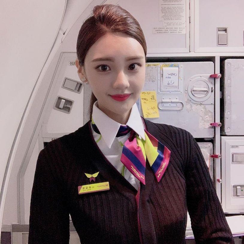 女神级空姐Anna制服造型甜度满满 饱满曲线征服全场 男人文娱 热图2