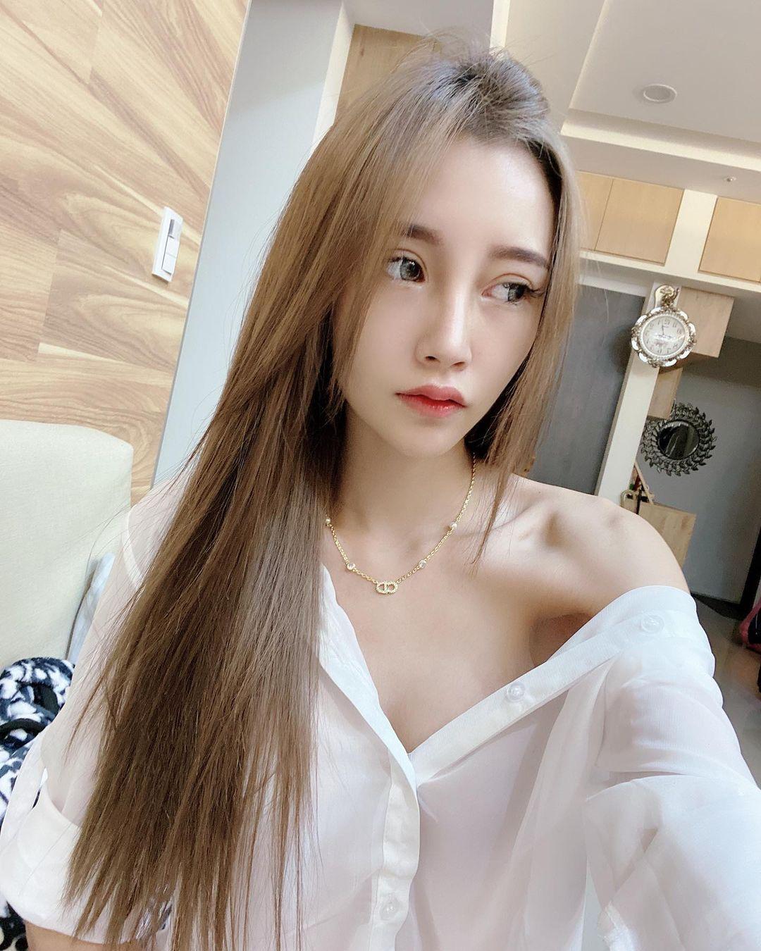 性感美容师陈薇纯白衬衫没扣好白嫩雪若隐若现 宅猫猫 热图3