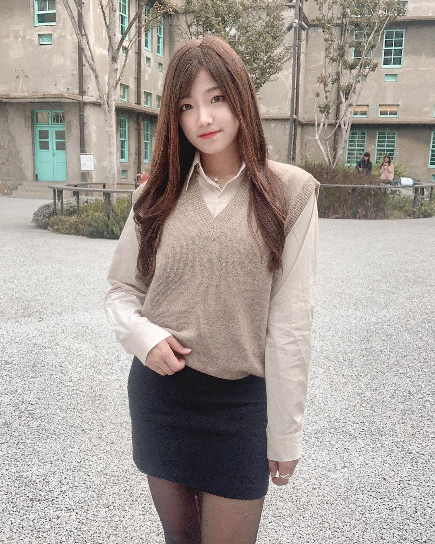 台湾超正黑丝辣妹YA CHEN雅臻神级美腿充满魔力 宅男吧 热图5