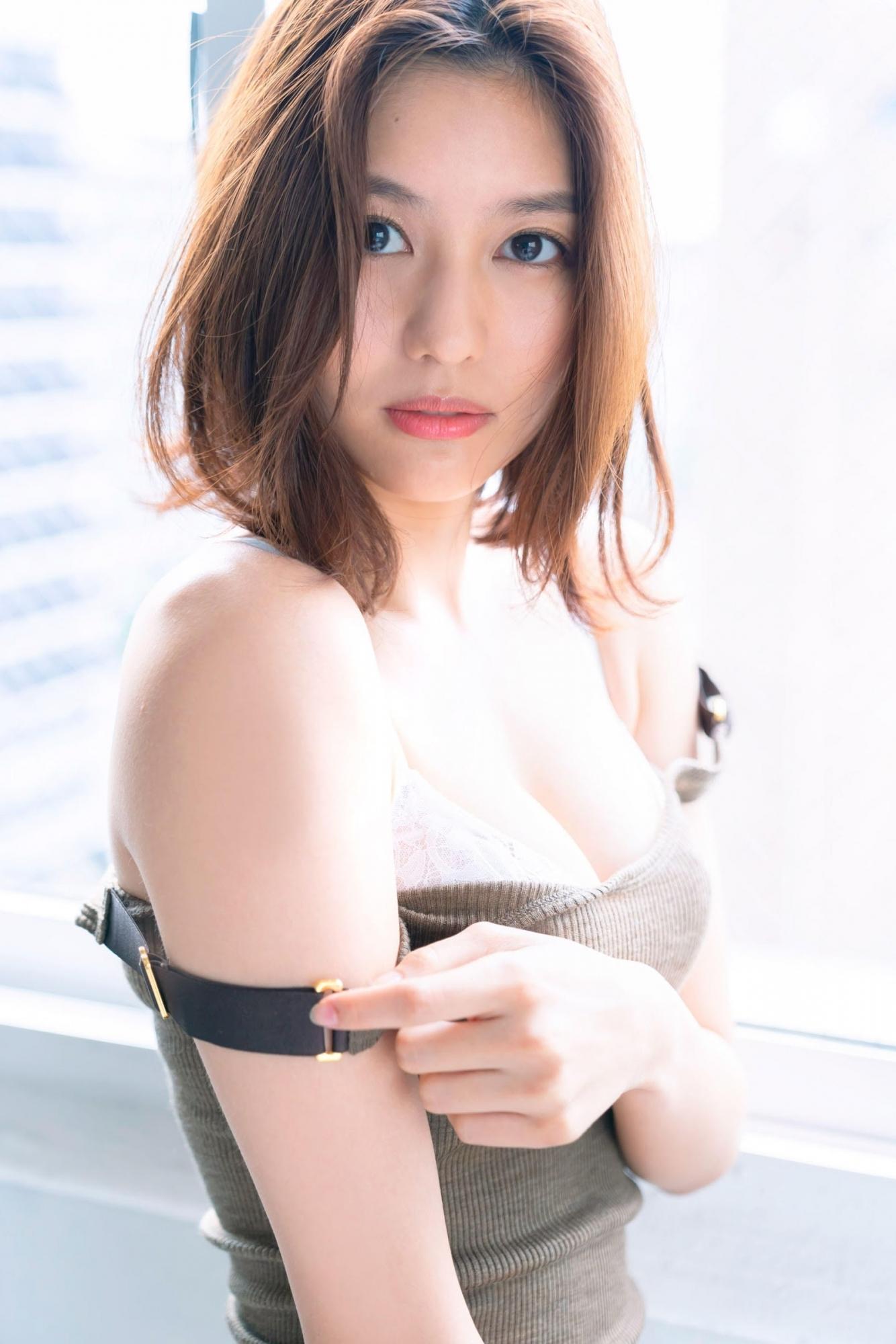 赛车皇后林梦新写真F胸大长腿性感出击 网络美女 第2张