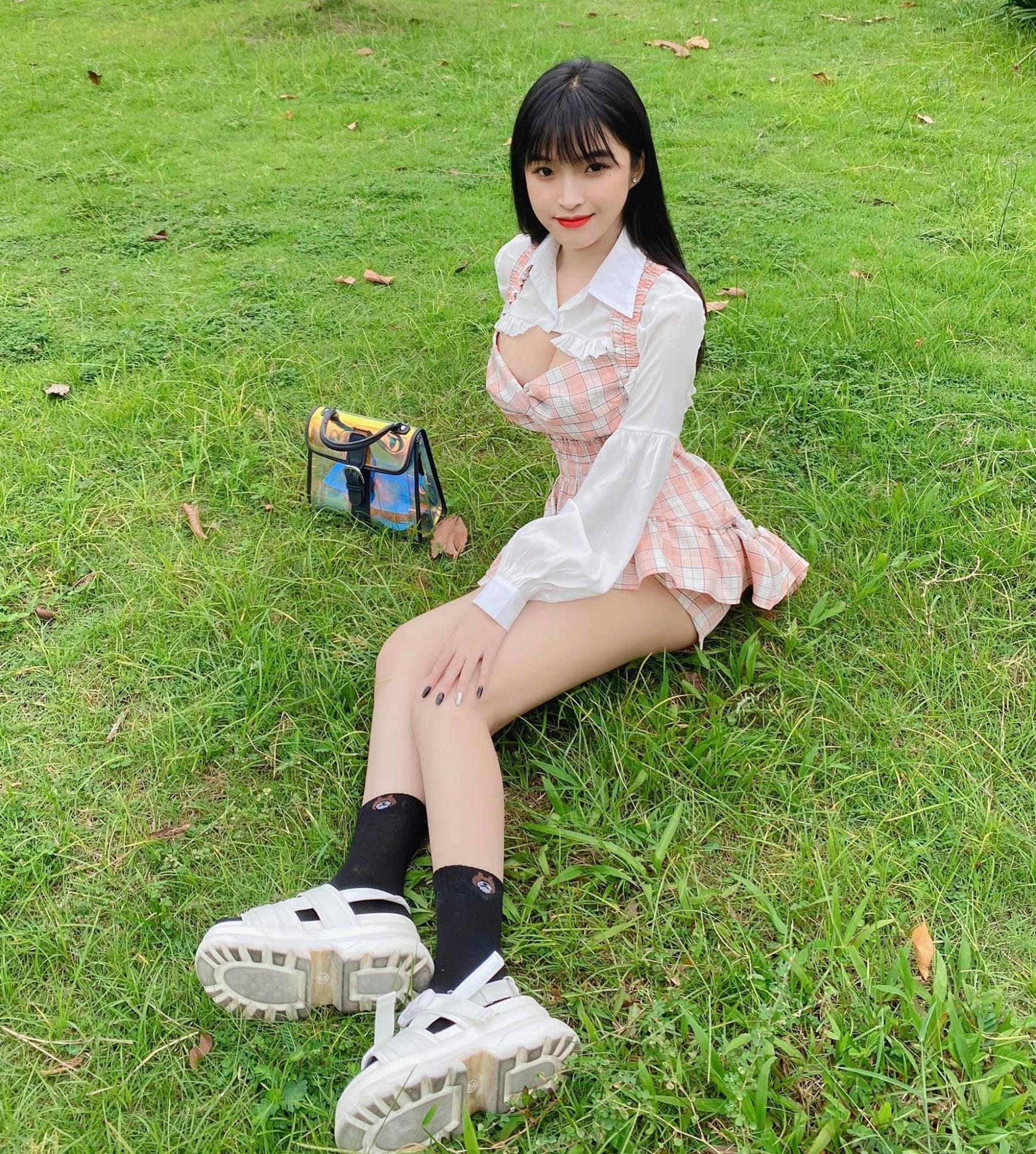 图片[23]-去年穿奥黛爆红!18 岁「越南学生妹」爆近照曝光网惊:风格变好多-福利巴士