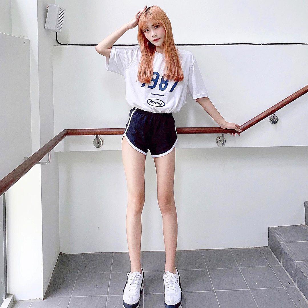 高中学生妹@安琪 白皙美腿充斥着满满少女感