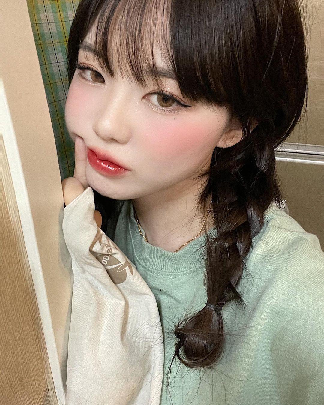 南韩萝莉妈妈홍영기甜美外型让网友吃惊