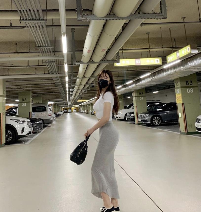 韩国网红美女from_ayla丰满的身材停车场美照 男人文娱 热图9