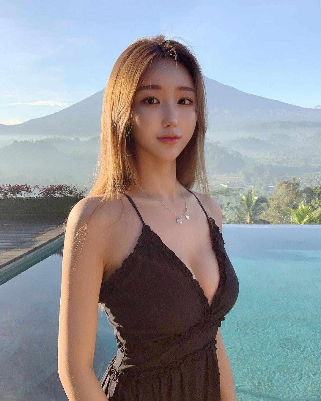 韩国气质小姐姐qtd___,颜值让人神魂颠倒,那性感曲线实在太迷人啦