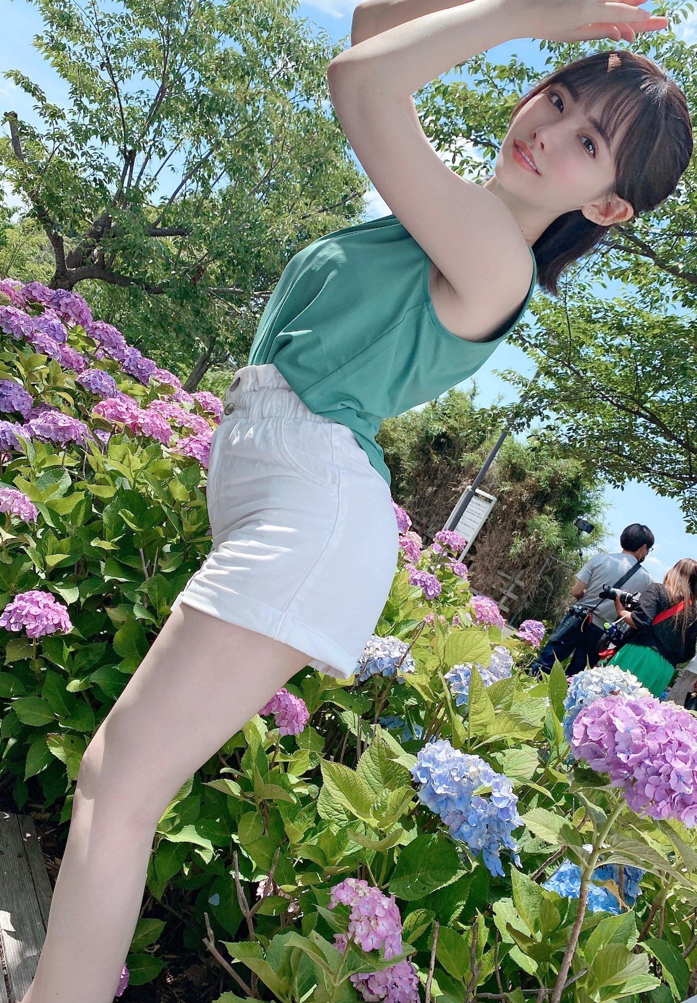 女演员《深田咏美》美照PO「穿搭可以吗」引爆恶搞P图大赛!