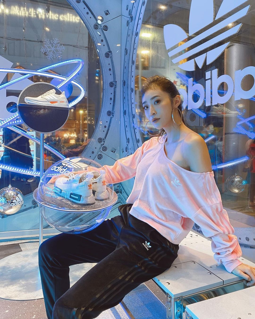 《康熙来了》的表特美女蔡沁妍,高颜值&高学历,外型酷似吴佩慈-新图包