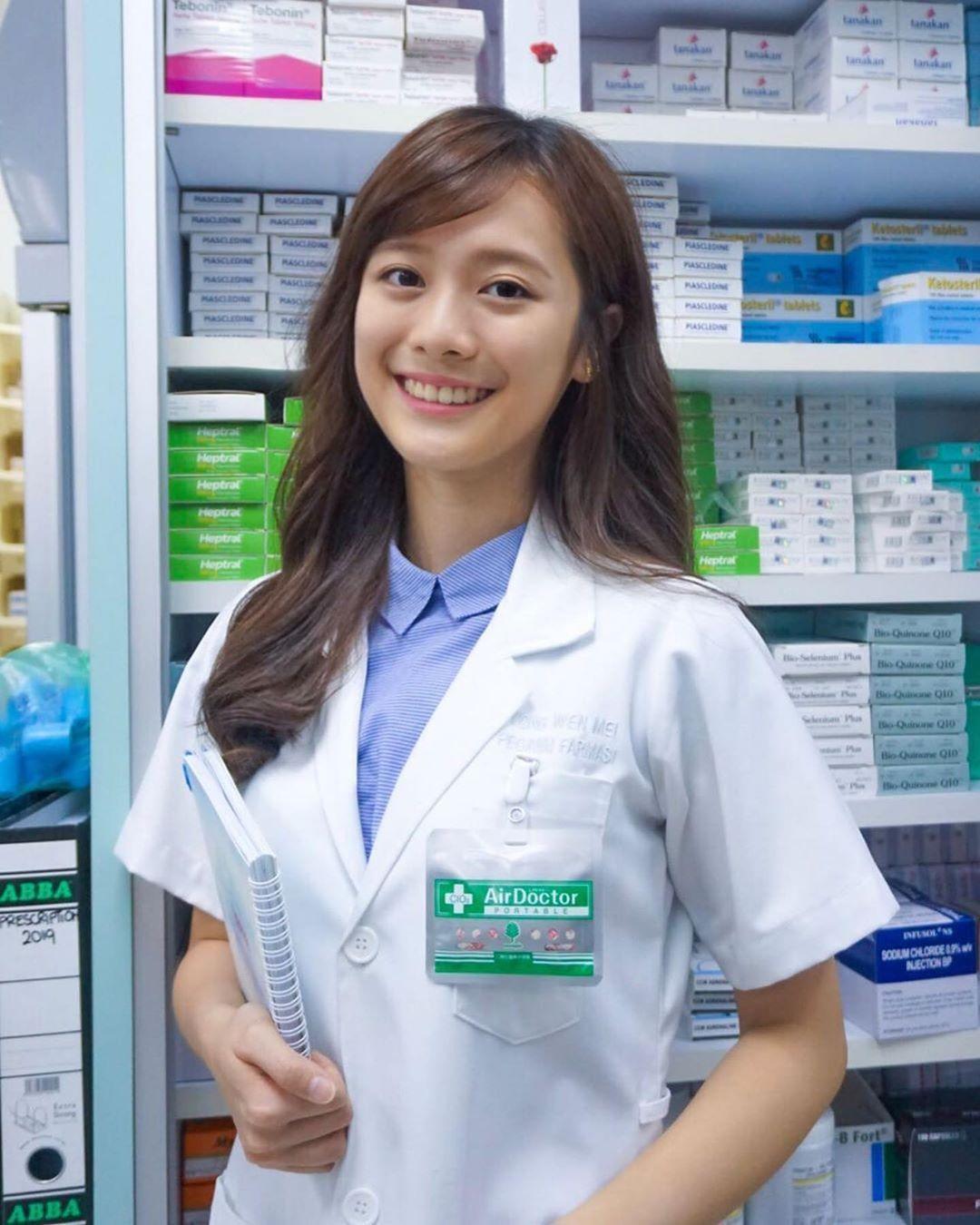 大马正妹药师「杨文美」超级甜!她一笑就让网友想天天去药局报到