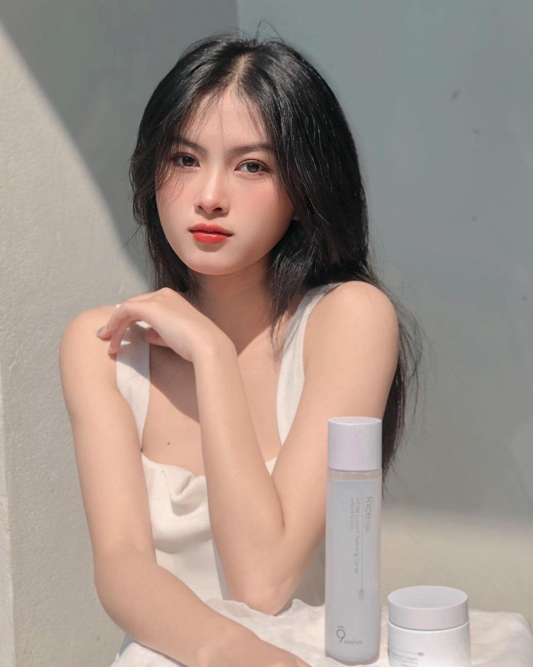 [人物]清纯越南妹子「Leely」辣穿奥黛,让人不被她掳获都不行啊. 养眼图片 第16张