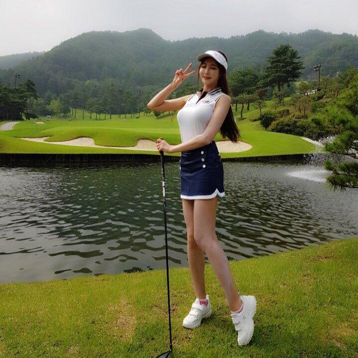 高尔夫球场「美腿辣妹」展现超棒视角.完美身材曲线好迷人喔 网络美女 第2张