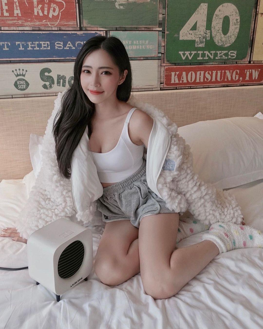 长腿美女「Cindy如如」游乐园拍照晒「神之美腿」,好想跟她坐大怒神. 网络美女 第13张