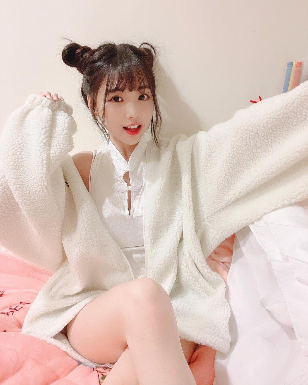 清新可爱的软萌系正妹赵兔兔性感旗袍小露 明星资料 热图8