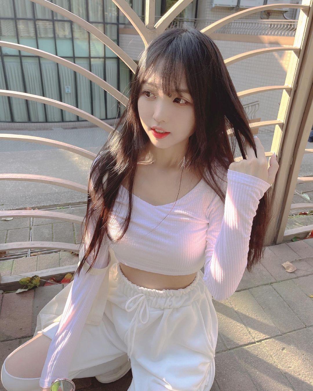 清新可爱的「软萌系美女」赵兔兔,性感旗袍小露,粉丝看到受不了. 养眼图片 第12张
