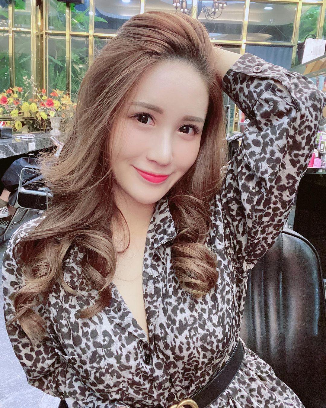 恋爱系女孩「华华Bivi」画面震撼让粉丝吓坏