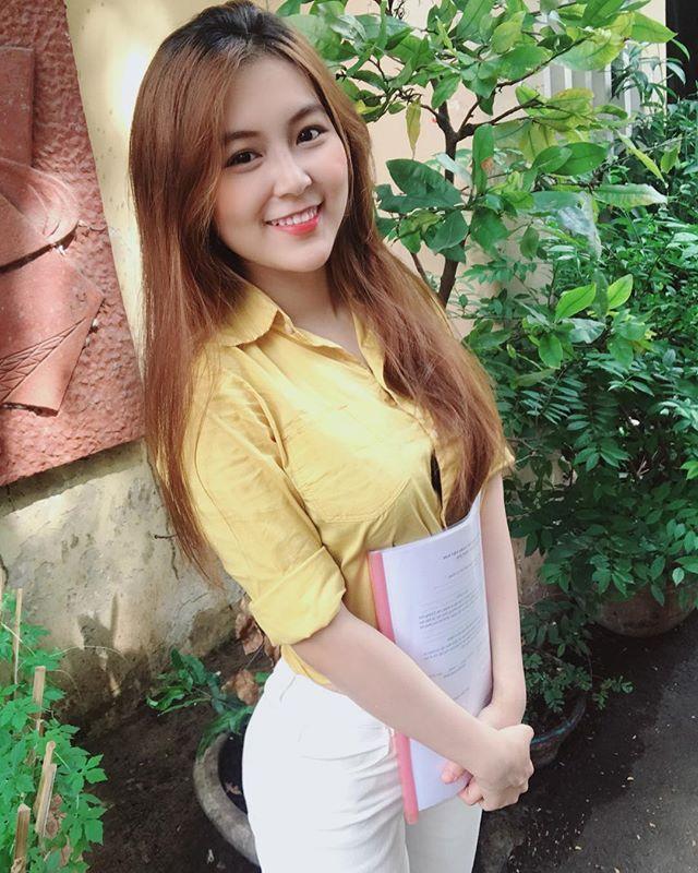 引起学生轰动!准小学美女教师《Nam Tran》极正美颜让网友想再念一次书!