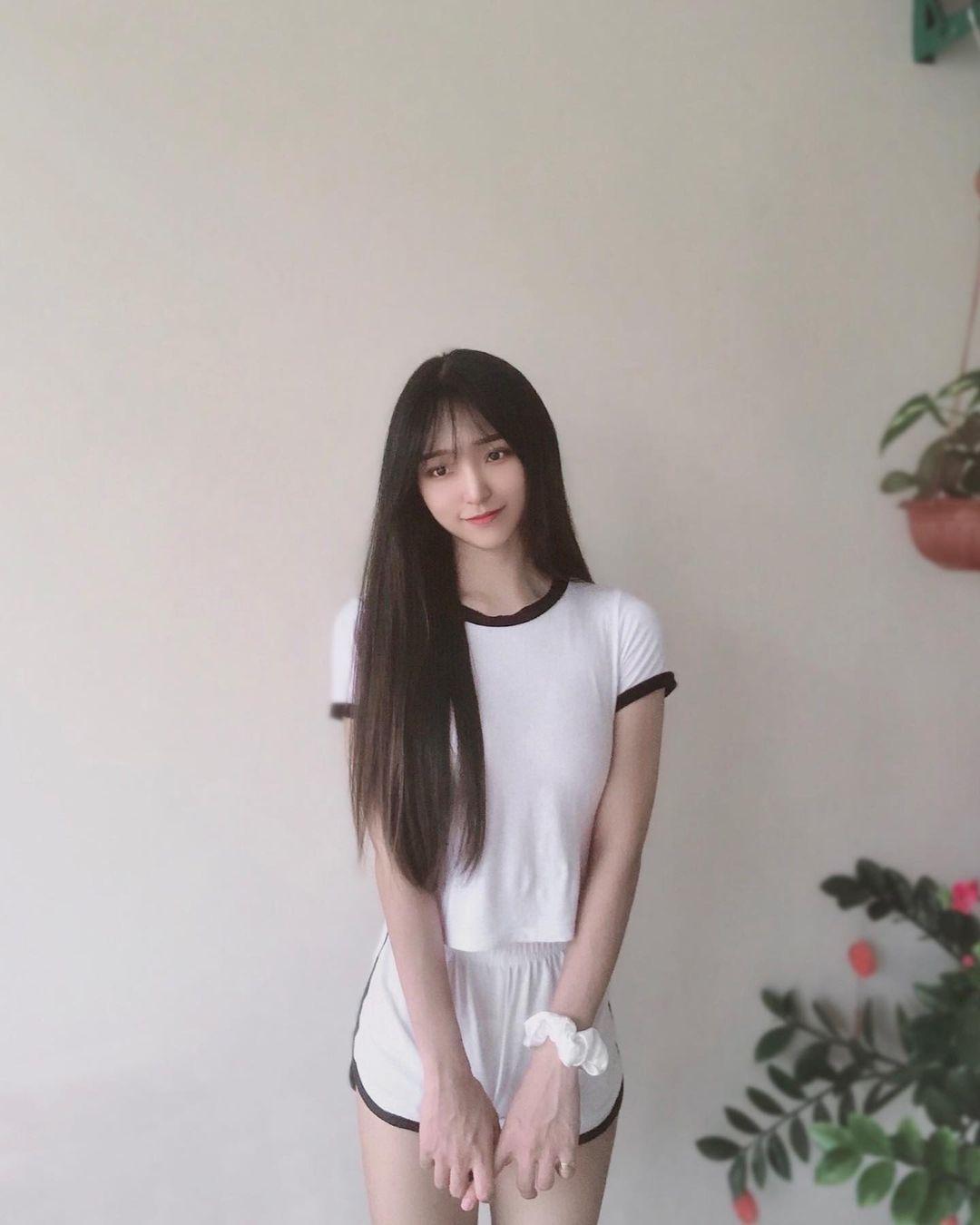 马来西亚砂拉越(Sarawak)正妹「Jing」,大长腿配真理裤十足的酷妹风-新图包
