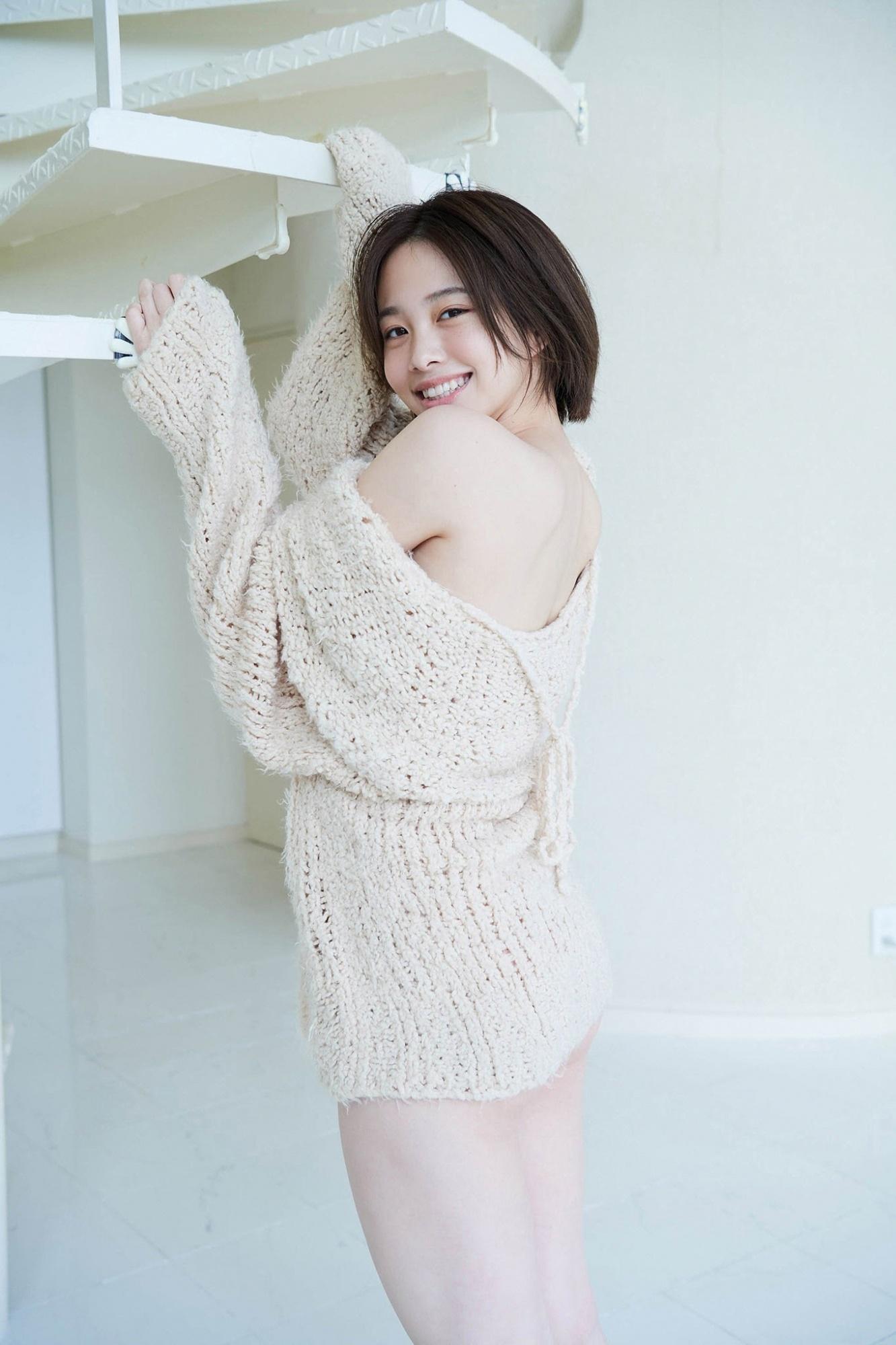 甜甜一笑,心情转好18岁妹新田步凪比基尼解放纤腰、事业线 养眼图片 第5张