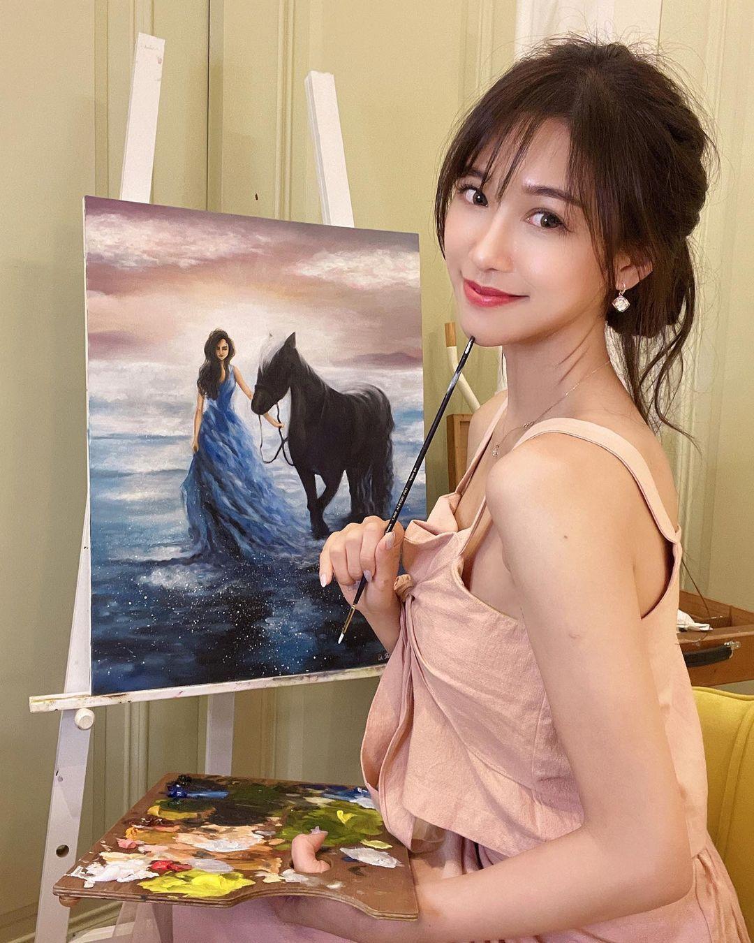 神级达人!甜美正妹「杜衫杉」兴趣是画油画,职业级作画宛如仙女!插图(4)