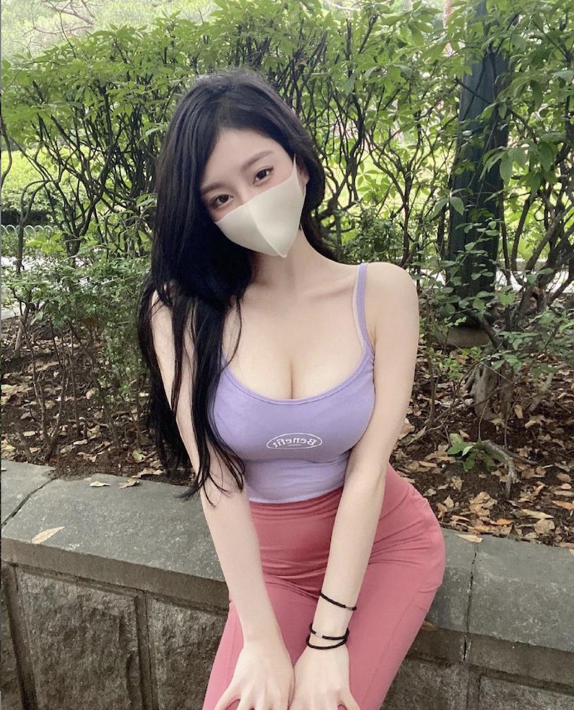 韩国高颜值甜美口罩女孩-觅爱图