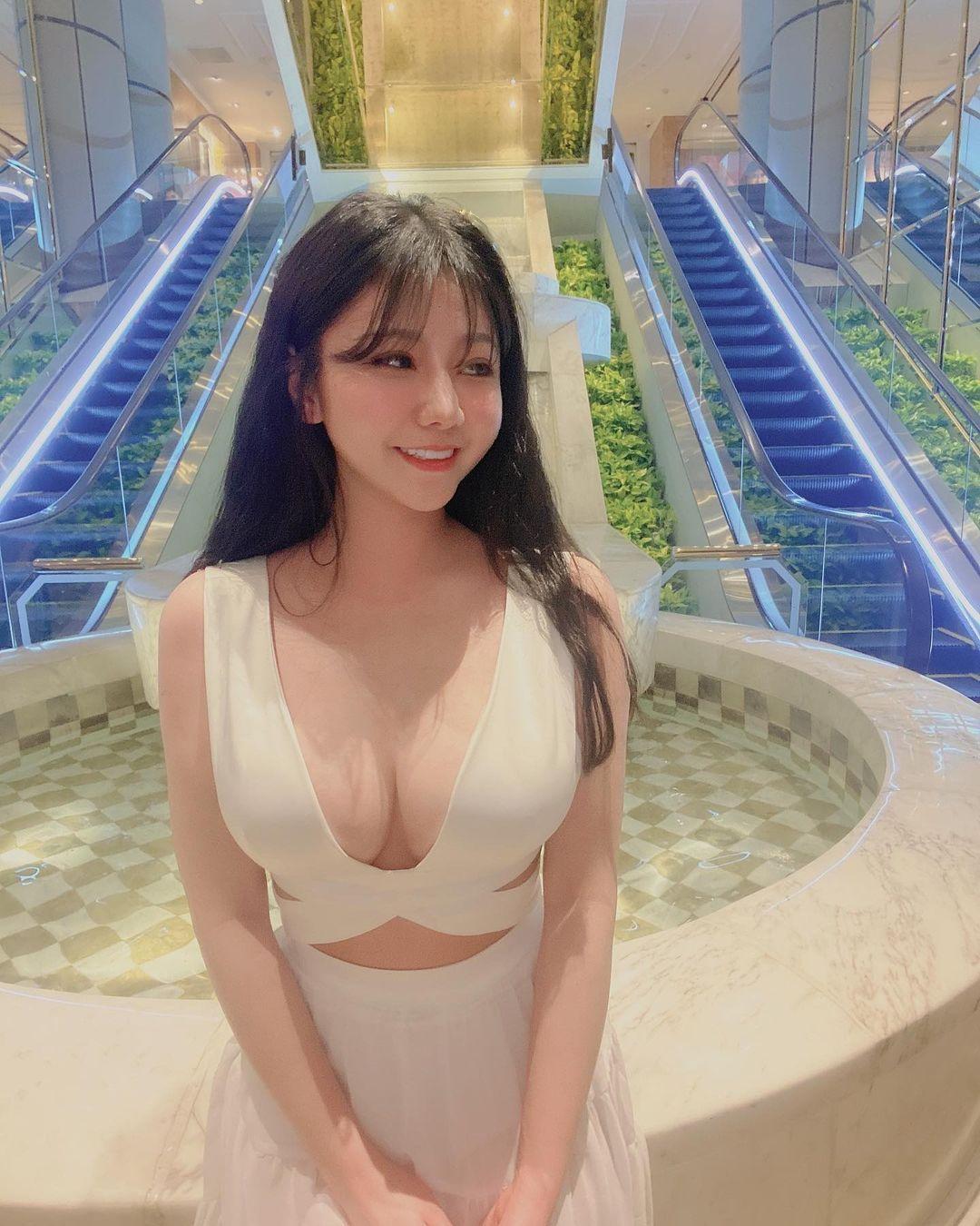 黑涩会美眉李宇希气质礼服火辣深V曲线呼之欲出 男人文娱 热图2