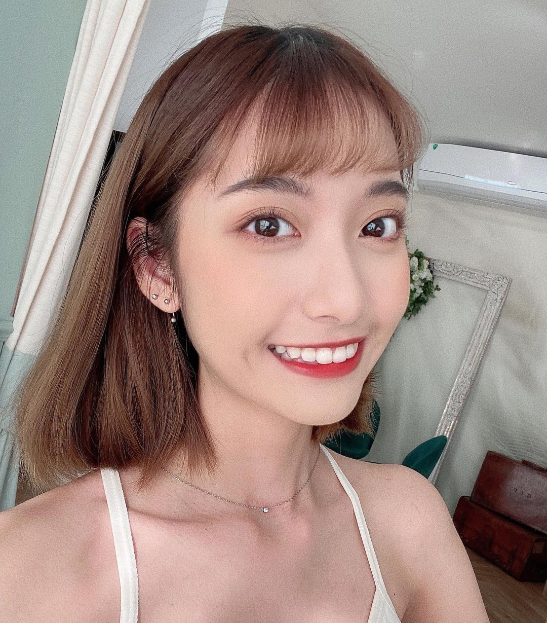 高雄小港高中18岁清纯学生妹,短发俏丽笑容甜美,个人IG好几万人追踪 养眼图片 第4张
